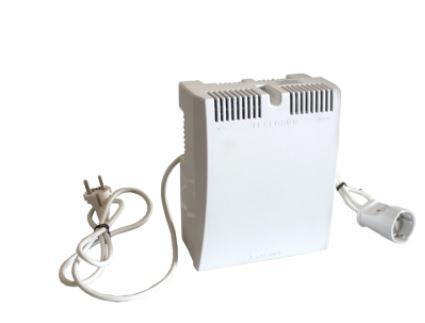 Стабилизатор напряжения Бастион Teplocom ST-555 белый 1 розетка стабилизатор напряжения teplocom st 888 и для котла