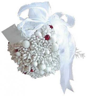 Елочные украшения Winter Wings Шар с ягодками белый 8 см 1 шт полимер N06895 украшение winter wings мишка с шишками белый 17 см 1 шт полимер n069814