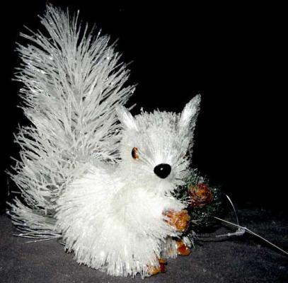 Украшение Winter Wings Белочка белый 17 см 1 шт полимер N069782 украшение winter wings мишка с шишками белый 17 см 1 шт полимер n069814