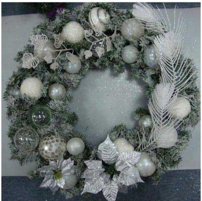 Украшение Winter Wings Новогодний Венок белый 60 см 1 шт полимер
