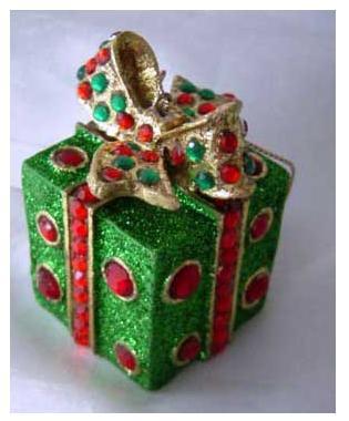 Украшение Winter Wings Подарок зеленый 7 см 1 шт полирезин N180017 набор новогодних подвесных украшений winter wings новогодние герои диаметр 5 см 8 шт