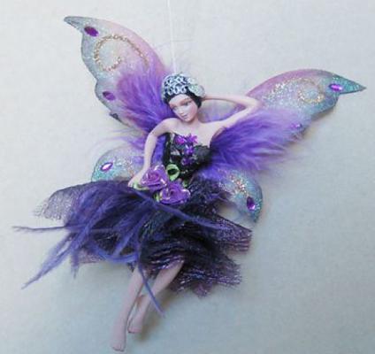 Украшение Winter Wings Фея в темно-фиолетовом платье фиолетовый 15 см 1 шт полирезин