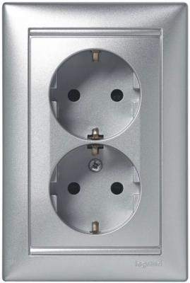Legrand 770127 Розетка двойная (моноблок) Valena с заземлением, с защитными шторками, алюминий legrand розетка электрическая valena с заземлением и шторками белая