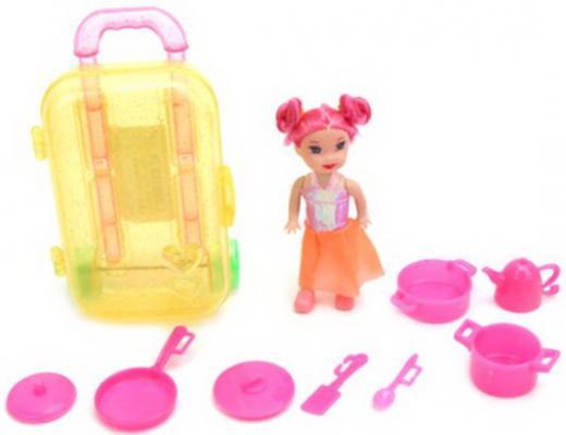 Кукла 7,5см в наборе с посудой 8 предм. и чемоданчиком, пакет цена и фото