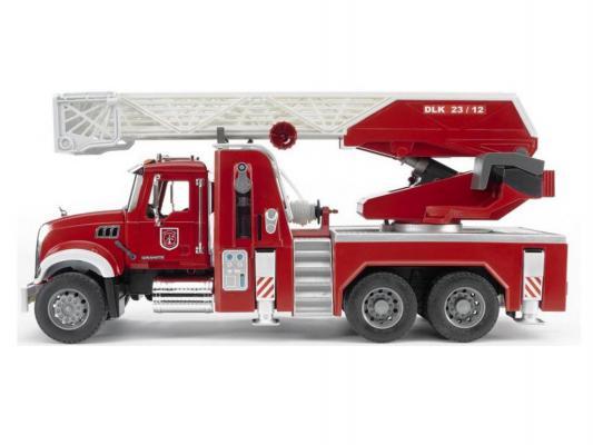 Пожарная машина Bruder Mack с выдвижной лестницей и помпой красный 1 шт 60 см 02821