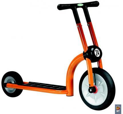 Самокат Italtrike Дружный сосед оранжевый самокат 2 х колесный italtrike 200 11 скутер динамик двухколесный оранжевый