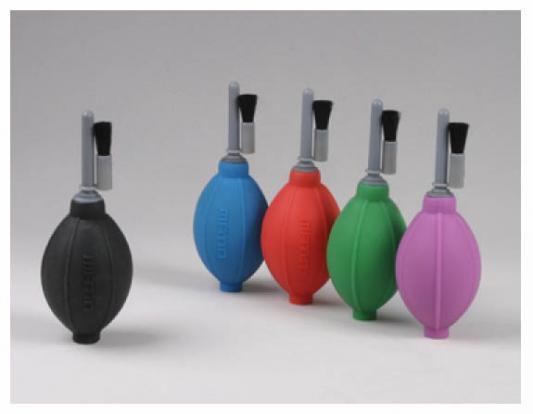 Груша воздушная Matin для очистки фотокамер от пыли со щеткой, силиконовая, двухклапанная, черная, HURRICANE+BRUSH (SILICONE)   BLACK от 123.ru