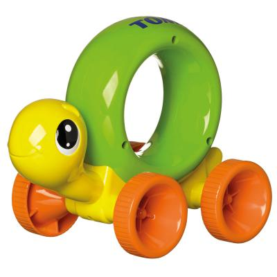 Интерактивная игрушка Tomy Черепашка на колесиках от 1 года разноцветный интерактивная игрушка tomy погуляй со мной щенок от 1 года желтый то72376