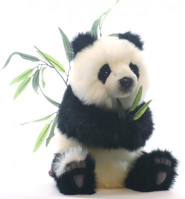Мягкая игрушка панда Hansa Детеныш панды сидящий искусственный мех белый черный 41 см 4183