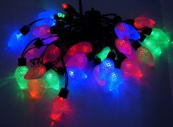 Гирлянда электрическая Новогодняя сказка Шишки 30 LED, цветное свечение, черный провод , 971208