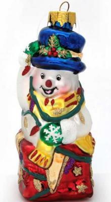 Картинка для Украшение Winter Wings Снеговик с Подарком разноцветный 11 см 1 шт стекло N07609