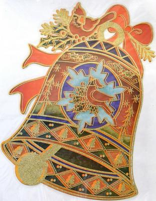Наклейка Winter Wings панно Колокольчик с птицей, прозрачная цветная с блестящей крошкой 20x26 см N09219 цена