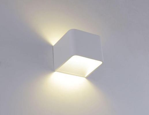 Настенный светодиодный светильник Crystal Lux CLT 010W100 WH настенный светодиодный светильник crystal lux clt 511w425 wh
