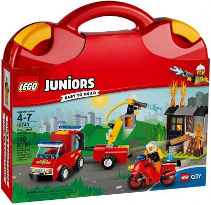 Конструктор LEGO Juniors Чемоданчик: Пожарная команда 110 элементов 10740