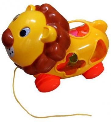Каталка на шнурке Shantou Gepai Львенок-сортер разноцветный от 1.5 лет пластик каталка на палочке shantou gepai бабочка 941720 пластик от 1 года на колесах разноцветный 1200