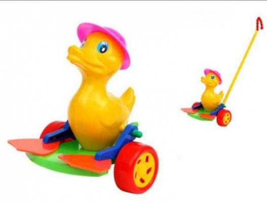 Каталка на палочке Suchanek Утенок Оскар с ластами разноцветный от 1 года пластик каталка на палочке s s toys вертолет желтый от 1 года пластик